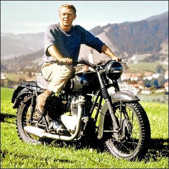 Steve McQueen y su moto en La gran evasión
