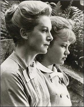 Deborah Kerr y Hayley Mills, institutriz y niña difícil en Mujer sin pasado
