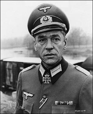 Paul Scofield como el obcecado coronel von Waldheim