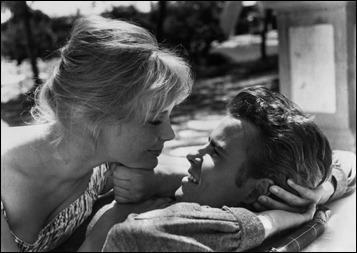 Elke Sommer y Horst Buchholz en Das Totenschiff