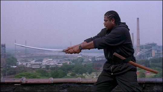 Forest Whitaker practicando con katana en Ghost Dog