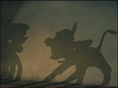 La sombra de un niño que se convierte en burro aterroriza más que verlo directamente, en el Pinocho de Disney