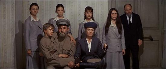 Los Romanov, a punto de ser ejecutados, en Nicolás y Alejandra