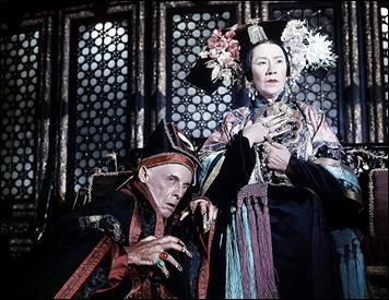 Flora Robson y Robert Helpmann, magnificos como la emperatriz china y su perfido consejero
