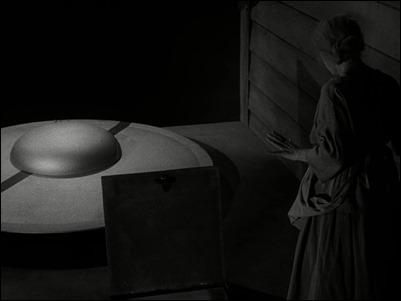 Agnes Moorehead en The Invaders, episodio de La Dimension Desconocida