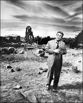 Burgess Meredith en una imagen clásica de La Dimension Desconocida