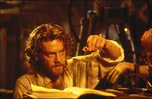 Kenneth Branagh como el barón Victor Frankenstein