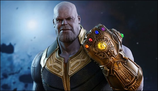 Thanos y su guantelete en Vengadores Infinity Wars