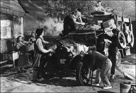 Los Joad preparan su impedimenta antes del viaje a California, la tierra prometida