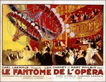 Excelente carte de El fantasma de la Opera, version Chaney, que hace hincapie en el famoso candelabro