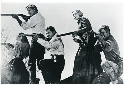 Foto promocional de los cinco Zachary, o sea, Audrey Hepburn, Lancaster, Audie Murphy, Lillian Gish y Doug McClure