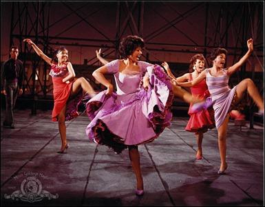 Rita Moreno baila America
