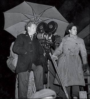 Basil Dearden, a la izquierda