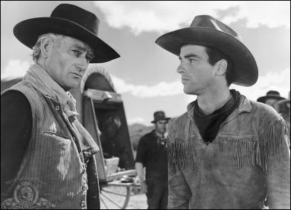 Esplendido duelo entre John Wayne y Montgomery Clift