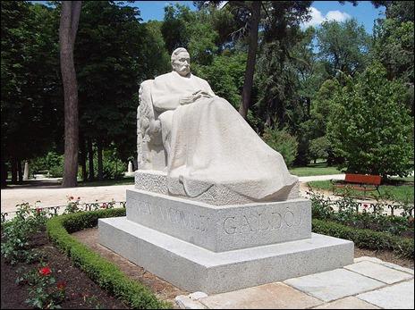 Monumento a Galdos en el Retiro, por Victorio Macho, de 1919