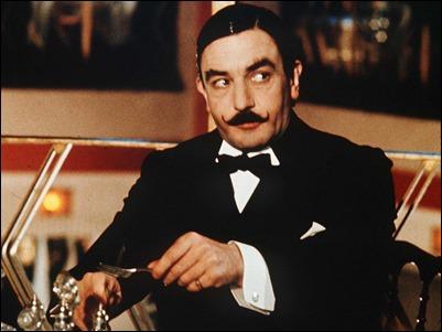 Albert Finney como Hercules Poirot