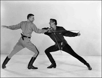 Foto publicitaria de James Mason y Stewart Granger, personificando el mitico duelo de El prisionero de Zenda