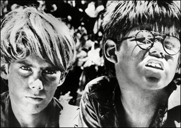 Ralph y Piggy, en la version cinematografica de El señor de las moscas de 1962