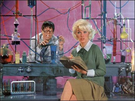 Jerry Lewis y Stella Stevens en El profesor chiflado