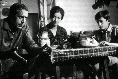Antonio Casas, Asuncion Balaguer y el nino Jose Antonio Mejias en El camino, de Ana Mariscal