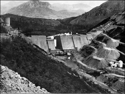 La presa de Porma, en 1961, en cuya ereccion trabajo Benet, o sea, en su Region