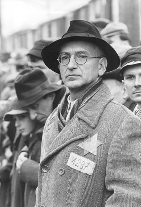 Ben Kingsley, esplendido Itzhak Stern, mano derecha de Schindler
