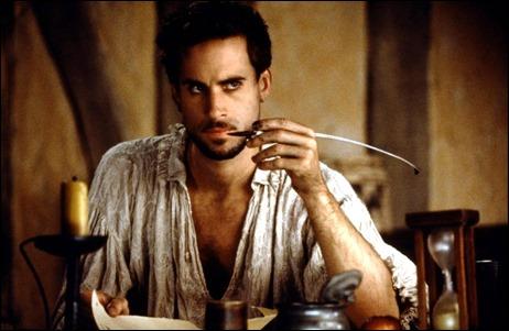 Shakespeare, manos a la obra, bajo los rasgos de Joseph Fiennes