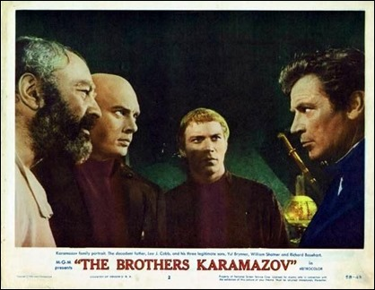 Lee J. Cobb, el padre, y Yul Brynner, William Shatner y Richard Basehart, los hermanos, en la pelicula de 1958
