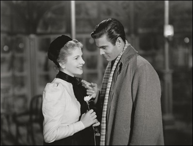 Louis Jourdan y Joan Fontaine en Carta de una desconocida