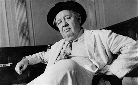 Charles Laughton es el senador Seab Cooley, de Carolina del Norte