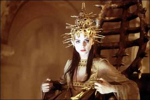 Macarena Gomez como la sacerdotisa Uxía