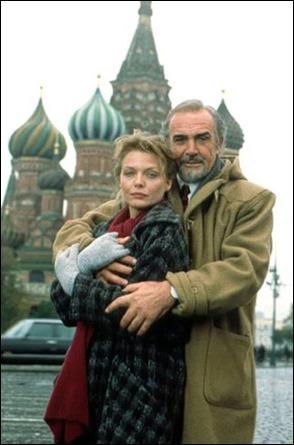 Connery y Pfeiffer frente a la Catedral de San Basilio, en La Casa Rusia
