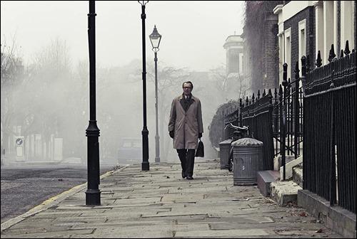 Smiley en la gris manana londinense, simbolo perfecto de la guerra fria